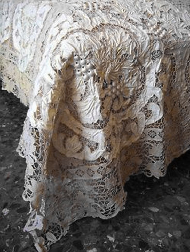 ⌖ Linen & Lace Luxuries ⌖  gorgeous antique lace coverlet