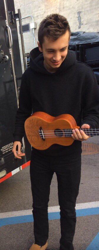 OMG OMG WE PLAY THE SAME UKULELE I HAVE DIED AND GONE TO HEAVEN LORD JESUS HELP MEH NOW