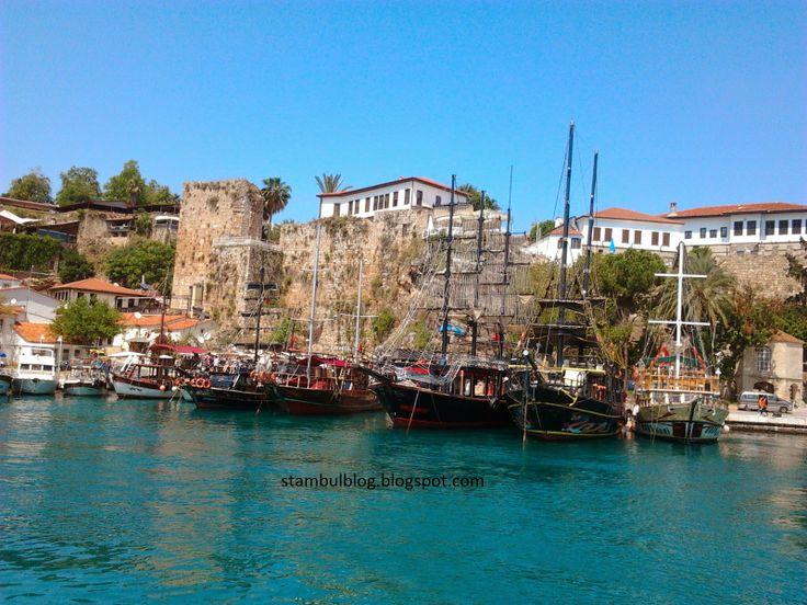 пиратские корабли в порту Анталии