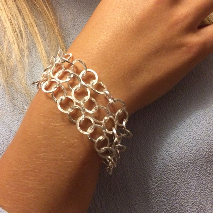 Our gorgeous silver multi chain bracelet ❤️ Now available in both web shops 🇳🇴 www.stopandwearjewelry.no & 🇩🇰 www.stopandwearjewelry.dk