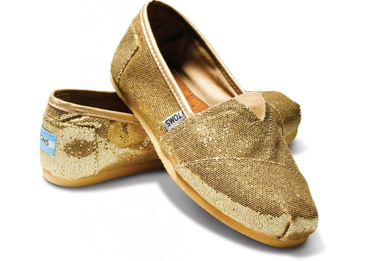 LOVE the gold Toms Glitters: Gold Glitter, Crochet Shoes, Glitter Toms, Glitter Shoes, Toms Shoes, Canvas, Www Tomsshoeseoutlet With, Gold Toms, Toms Glitter