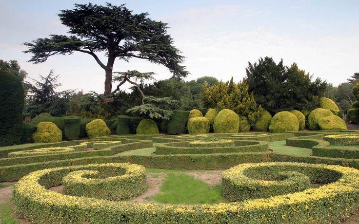 A tervezéstől kezdve a kivitelezésig vállaljuk park és kert építési munkákat.  http://www.vidamkert.hu/szolgaltatasaink/park-es-kertepites-tervezes/