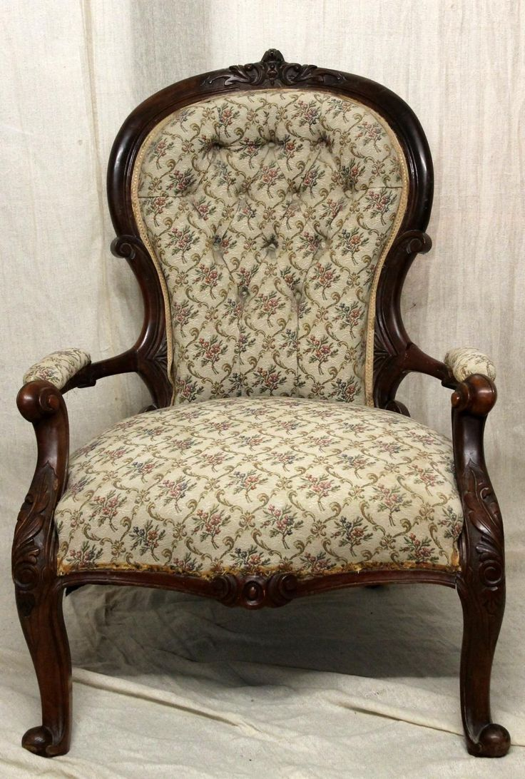 Antique victorian armchair - A Queen Anne Style Spoon Back Armchair With Button Back Upholstery And Padded