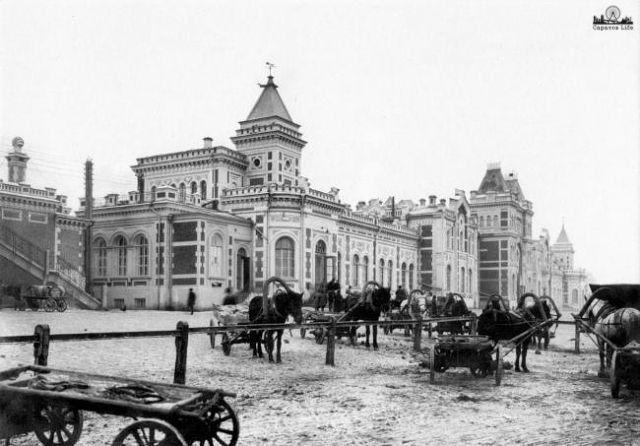 Бомбилы у саратовского вокзала, 1900 год. Прошло более 100 лет, а ничего не изменилось.      #Саратов #СаратовLife
