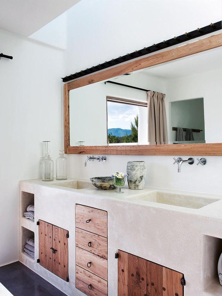 Une salle de bain sur-mesure, blanche, douce, réalisée de manière artisanale <3  Salle de Bain / maison / baignoire / bathroom / bath / bathub / loft / déco / deco / housedecor / homedécor / artisanat / bois / wood / nature  http://decoration.datcha-inspire.com/