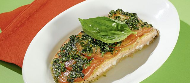 salmon with tomatoes, very quick, tasty and no carbs ..