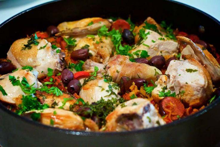 Nouvelle recette de one pot pasta genre poulet basquaise alors si vous aimez le poulet basquaise et bien vous ne saurez pas déçu par cette recette qui est