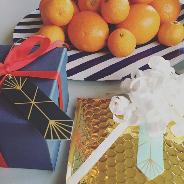 | w r a p p i n g  t i m e | älskar att slå in paket! #christmastime #christmas #jul #christmaspresent #presents #wrapping #citrus #interior #gifts #julklappar #inslagning #inredning #interiorinspiration #interiordecoration #decoration #deco #holliday
