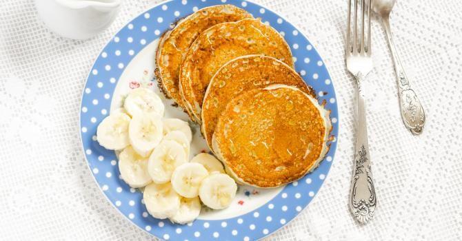 Recette de Pancakes à la purée de banane sans farine pour régime chrononutrition. Facile et rapide à réaliser, goûteuse et diététique.