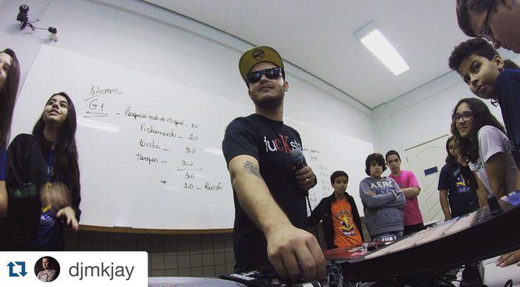 #Repost @djmkjay with @repostapp.  Ainda um pouco sobre o Primeiro dia de Workshop de DJ no Colégio Einstein onde falei sobre equipamentos eventos a profissão de DJ...e claro juntando tudo isto ao tema básico das oficinas: SUSTENTABILIDADE! Os professores gostaram tanto do texto que escrevi que vão cobrar em prova...LOL! #djmkjay #cursodj #studiodaFIRMA #colegioeinstein #workshopdj #daFIRMA #dj #SdF #djlife #maschine #nativeinstruments #ni #traktor #traktorz2 #traktorscratch #technics…