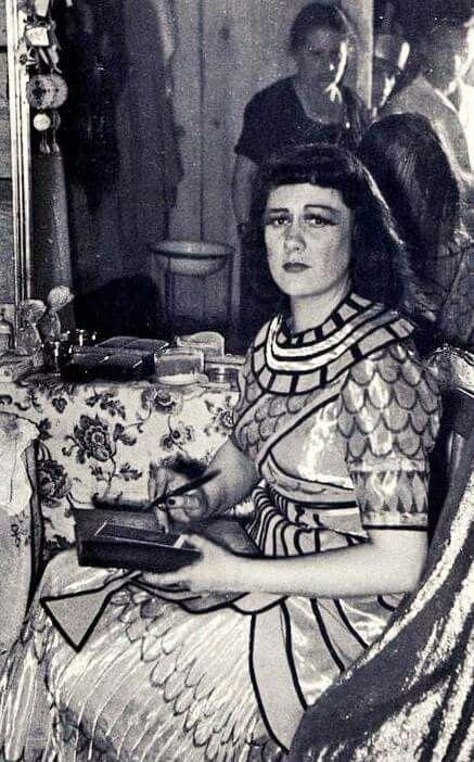 Renata Tebaldi as Cleopatra(Händel);Pompei,1950