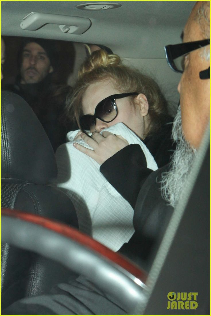 Adele & Baby Land in Los Angeles for Golden Globes