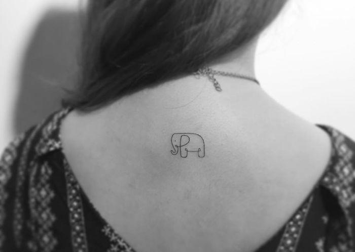 Algumas pessoas gostam de tatuagens grandes, algumas de tatuagens pequenas. Tipo, muito pequenas.