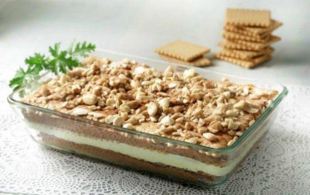 Μια συνταγή για ένα δροσερό μπισκοτογλυκό, με μπισκότα πτι μπερ και στρώσεις κρέμας βανίλιας και σοκολάτας. Ένα γλύκισμα που θα απολαύσετε όλες τις ώρες, σ