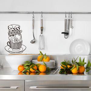 ¿Por qué en la cocina siempre se acumulan los platos, vasos y tazas??? Encuentra más vinilos en www.ubikavinilo.com