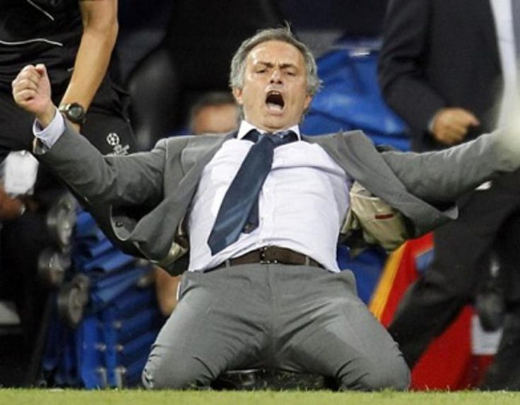 cristiano-ronaldo-558-jose-mourinho-sliding-knee-goal-celebration-showing-all-his-joy-and-rage-after-ronaldo-late-winning-goal-in-real-madrid-vs-manchester-city-ucl-2012-2013_1154x900