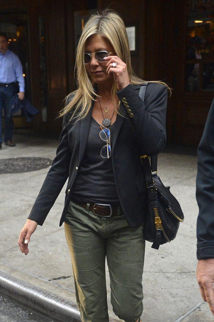 Jennifer Aniston - Jennifer Aniston Takes a Walk in NYC