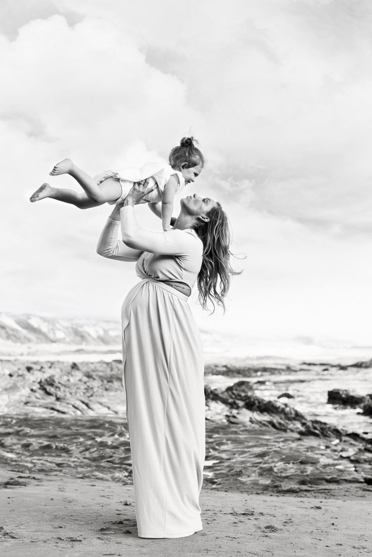 Mother Daughter Maternity session. Beach Maternity Session. Halleigh Hill Photography
