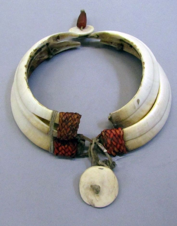 India | Necklace from the Ao-Naga people of Nagaland | Plant fiber, tusks and shell | 2nd half of the 19th century
