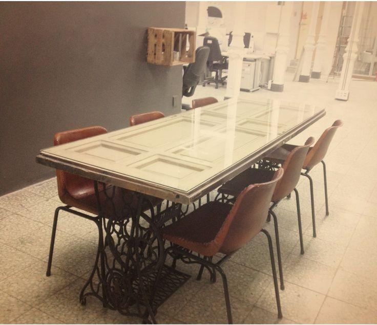 M s de 25 ideas incre bles sobre mesas hechas con palets for Mesas hechas con puertas antiguas