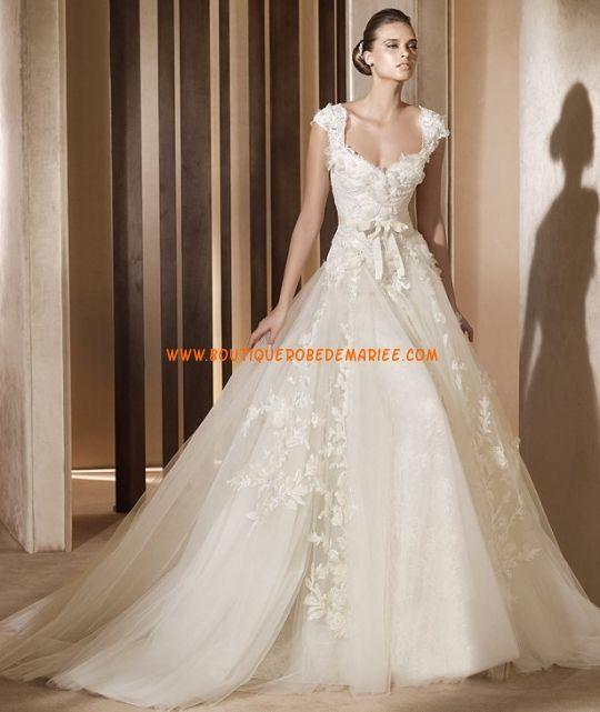 Robe de mariée glamour aggrémentée d'applique de fleurs organza avec manches courtes