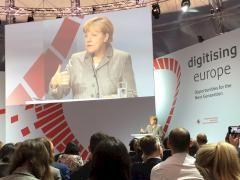 Bundeskanzlerin Merkel lehnt Netzneutralität ab --  Sollen alle Daten im Internet gleich schnell versendet werden? Oder soll es eine Überholspur für bestimmte Dienste geben? Darum streiten Internetanbieter und Aktivisten. Nun hat die Kanzlerin in dem Konflikt Stellung bezogen.