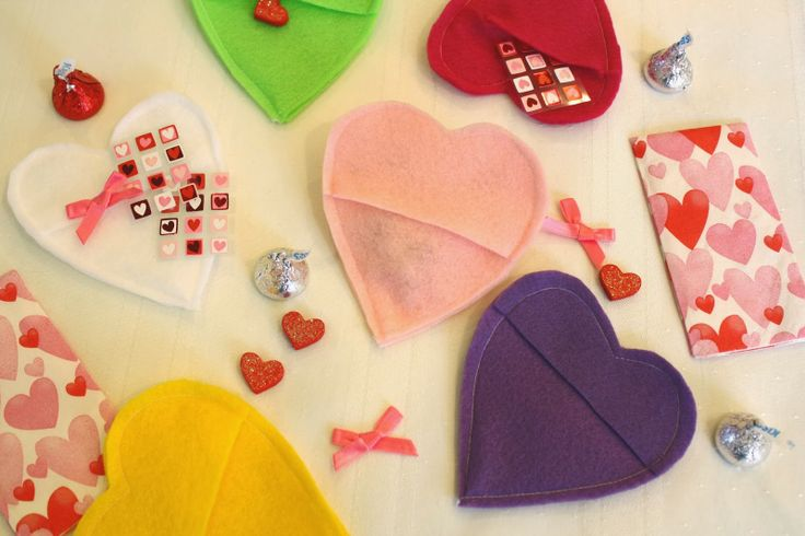 Craft E Magee: Heart-shaped Candy Pocket for Valentine's Day