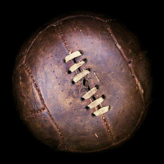 Evolution des ballons de la coupe du monde de football ballon coupe monde football france 1938  http://www.nytimes.com/interactive/2010/06/06/magazine/20100606-world-cup-balls.html?ref=soccer&_r=0