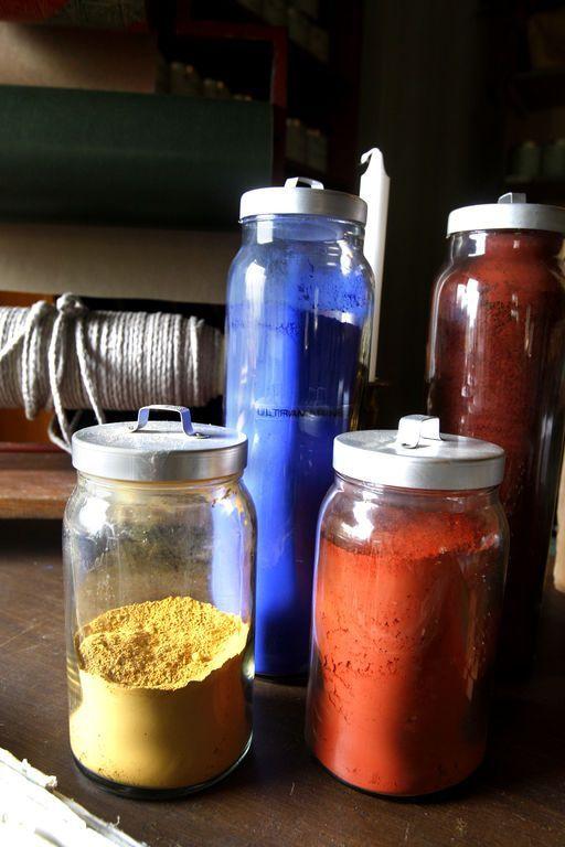 I linoljemalingen brukes bare naturlige, mineralske og tradisjonelle fargepigmenter