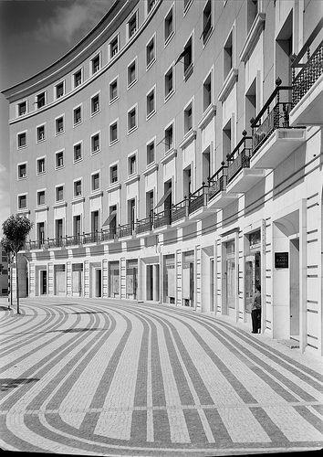 Praça do Areeiro, Lisboa, c. 1950.  Fotografia: Estúdio de Horácio de Novais, in Biblioteca de Arte da F.C.G..
