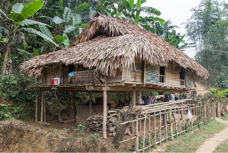 Région de Mai Chau, thaïs blancs (Photo prise par jpazam). En savoir plus : https://www.amica-travel.com/vietnam-sites-a-decouvrir/nord-vietnam/mai-chau #vietnam #maichau #travel