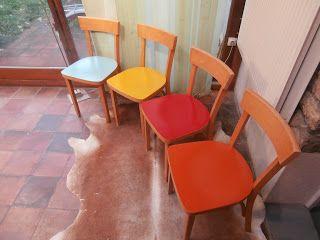 Durée de Vie Indéterminée: Chaises bistrot, assises colorées...