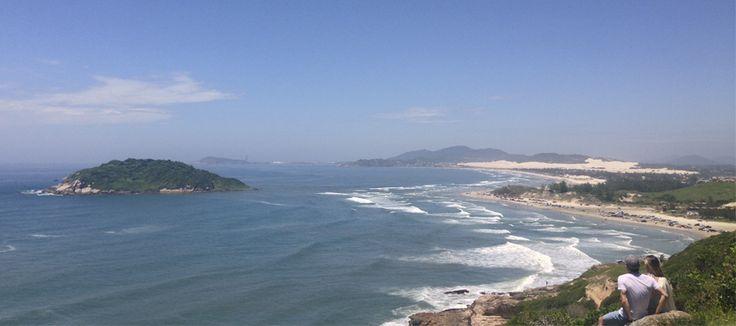 <p>3 Trilhas inesquecíveis na Praia do Rosa A Praia do Rosa está localizada no litoral sul de Santa Catarina, mais precisamente no município de Imbituba. Essa praia é uma das mais bonitas de Santa Catarina, na nossa opinião. Além disso, ela é muito especial pra gente. Já estivemos lá com turma de amigos, já ficamos […]</p>