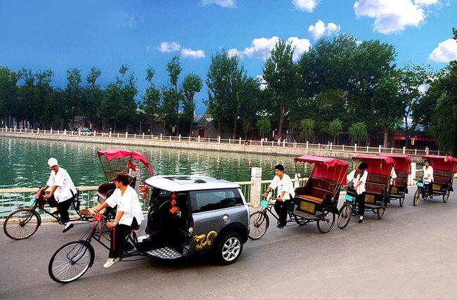 北京の街をクリーンに走る「ミニクーパー改造人力車」 «  WIRED.jp