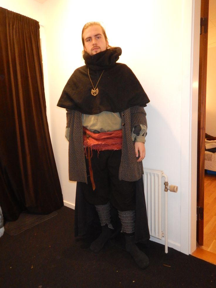 My darkelf mage colth to Helios DK larp. I follow the goddess Dilarna, who is the prinsess of darkness and tortur :P