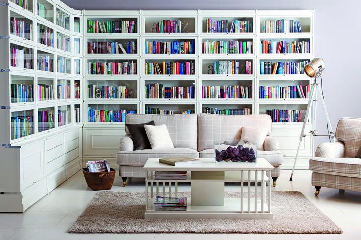 Boknäs kirjahylly valkoisena
