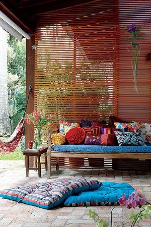 colorful patio, love the screen with some space in between the boards...