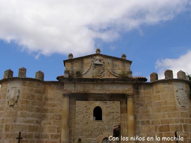 Palacio del Marqués de Legarda. Su interior alberga la Torre de Los Monteros.