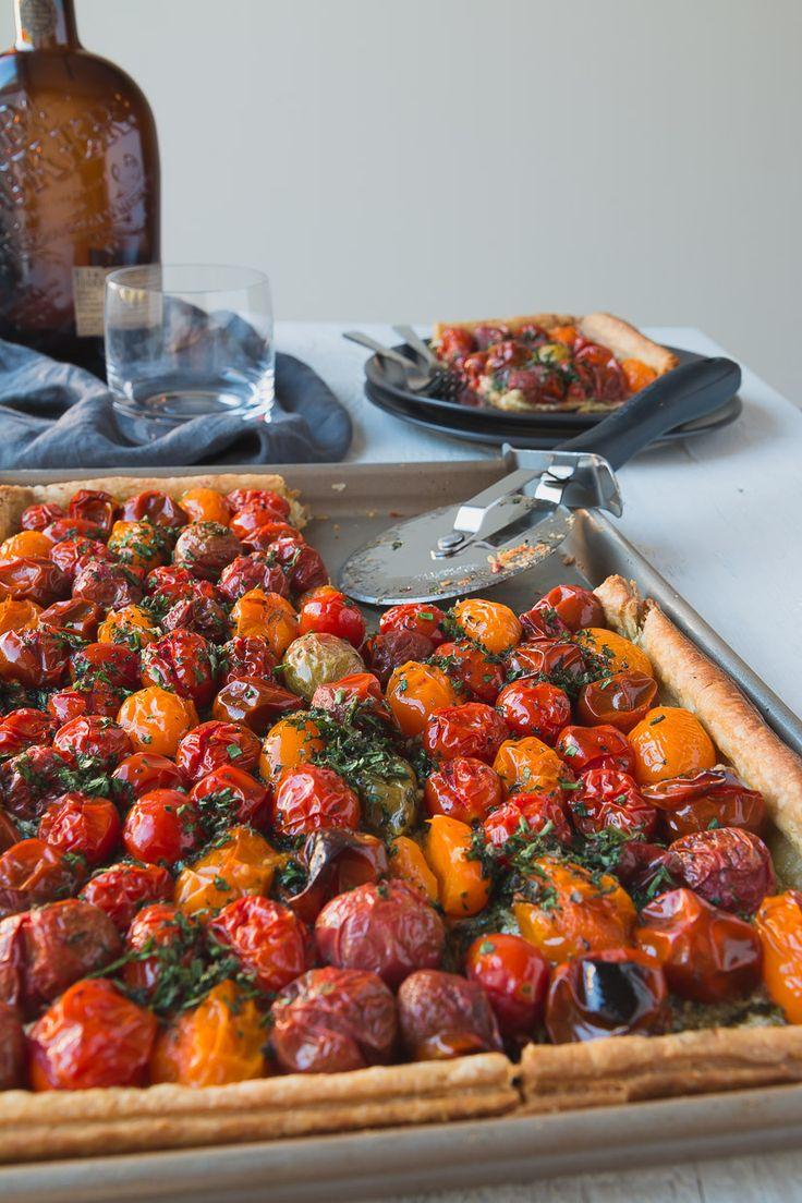 Blätterteig Tomatentarte mit Macadamia-Nuss-Pesto