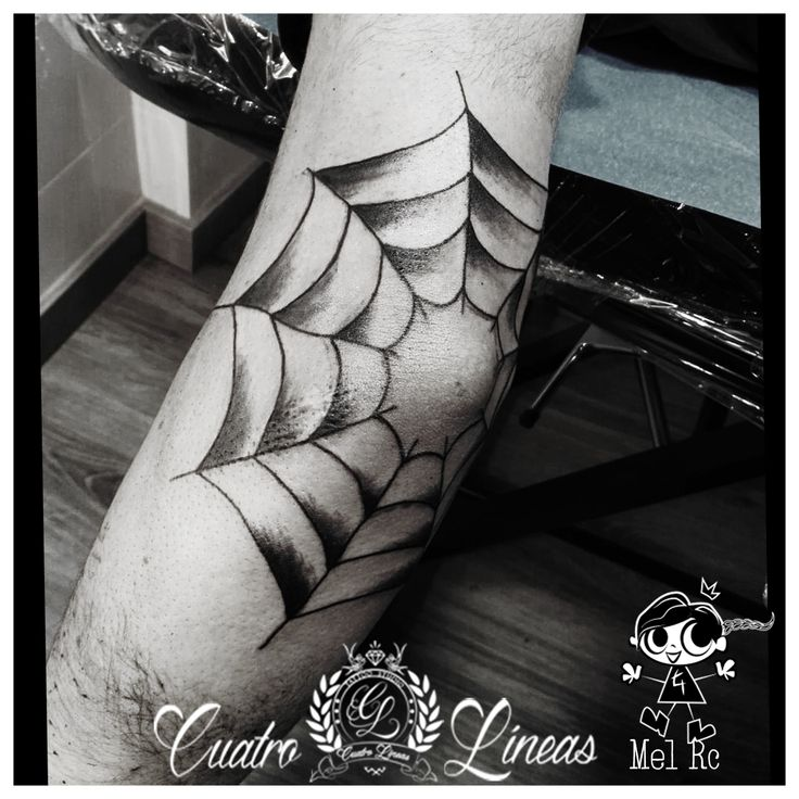 Telaraña en el codo!! Muy bien aguantado!!   912593020 Estudio de tatuaje artístico http://www.cuatrolineastatuaje.es  Máxima higiene y profesionalidad Madrid, carabanchel Metro oporto - urgel  tags  tattoo tatuaje madrid carabanchel arte art tattoos tatuajes original tattooartist tattooart love smile amazing look colorful girl happy beautiful tattoogirl color blanco y negro, black and white quote elbow telaraña