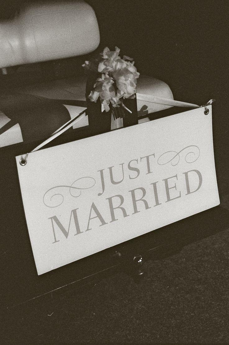 A golf cart getaway - just married sign #justmarried #golfcart #taraguerardsoiree #taraguerarddecor