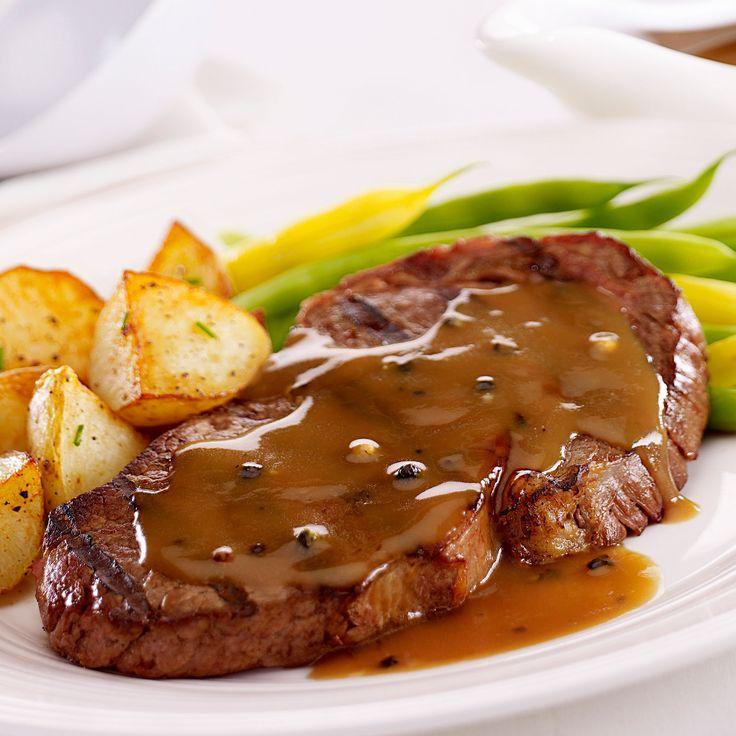 Découvrez la recette Steacks sauce au poivre, haricots verts et pommes de terre sautées sur cuisineactuelle.fr.