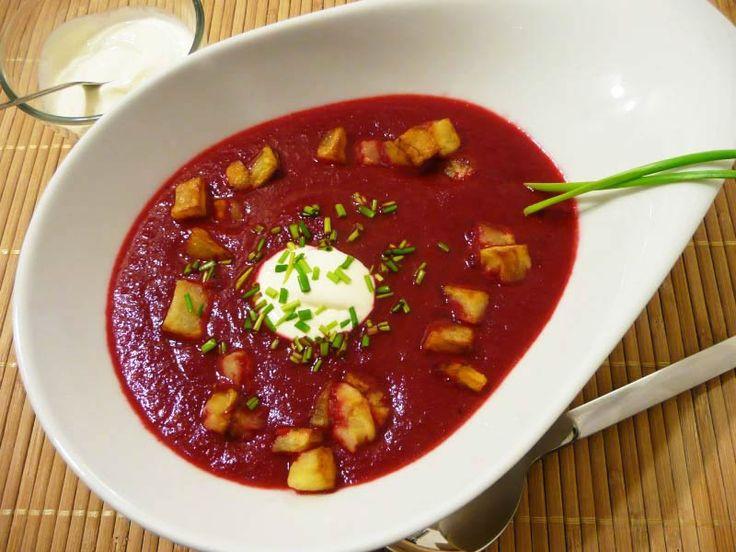 Rote-Bete-Suppe mit gebratenen Kartoffelwürfeln - Low Carb