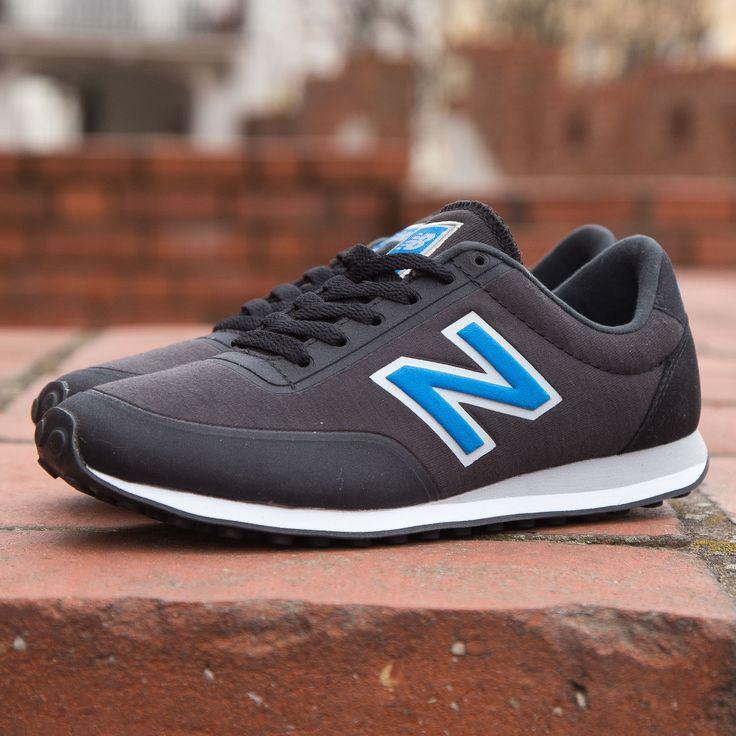 Kultowe New Balance z najnowszej kolekcji. Klasyczne obuwie sportowe wzorowane na butach biegowych z lat siedemdziesiątych. Model wykonany z najwyższej jakości materiałów syntetycznych. Niezwykle lekkie i przewiewne obuwie, komfortowe w użytkowaniu. #Newbalance #kultowe #sportowy #buty #obuwie #model