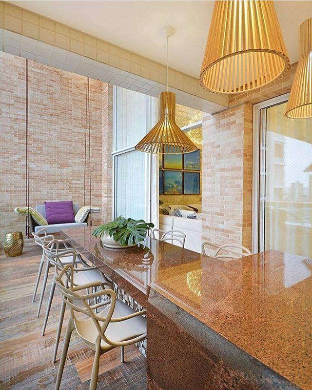 Terraço gourmet por Giordano Rogoski foto Marcos Camargo Goiania | GO _  #decor #decoracao #detalhes #details #desing #designinteriores #decoration #decorating #style #furniture #home #homedecor #homedecoration #homedesing #homestyle #interior #interiordesing #inspiration #inspiração #ideias #instaarch #instadecor #instamood #instadesign #instagood #instahome #arquitetura #architecture #escultura.