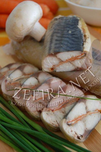 Рулет из скумбрии с морковью и шампиньонами - рецепт и фото