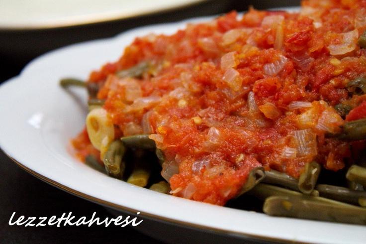 Yazarımız İsmet Erten'den şahane bir tarif, İftar sofranız için denemeye ne dersiniz? http://bugunneyapsam.co/domates-soslu-borulce/