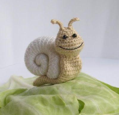 S for Snail: Little snail - pdf crochet pattern