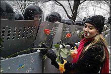Orange #Revolution. Ukraine 2004 #protest #flowers #peace