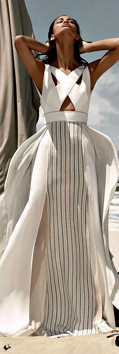 Miss Millionairess:  Stunning White Summer Maxi Dress BCBG Max Azria Resort 2015.